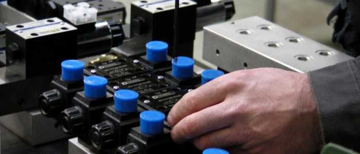 assemblage de composant sur bloc foré